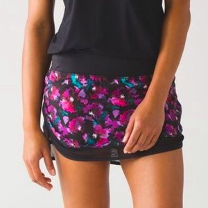 Lululemon Hottie Hot skirt skort 4 black & pink